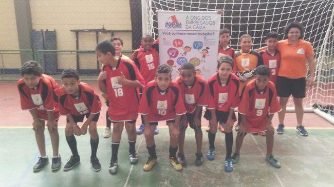 Crianças da ONG participam de torneio de futsal