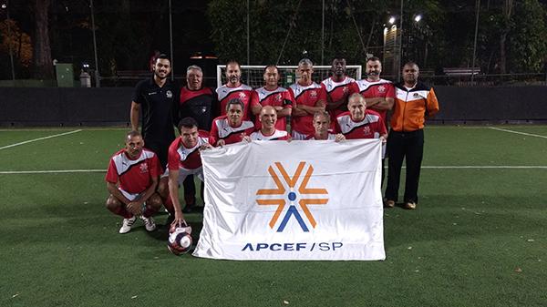 Equipe de futebol society da APCEF/SP disputa campeonato do clube Alto de Pinheiros