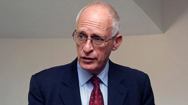 Nobel de Economia critica privatizações para fazer caixa