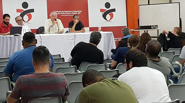 Delegados sindicais debatem conjuntura com o economista João Sicsú