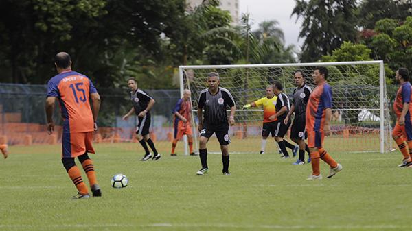 0effa47e8e395 Campo de futebol do clube reabre dia 12