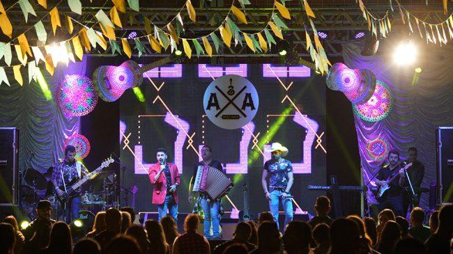 Shows e brincadeiras divertiram associados na Festa Junina