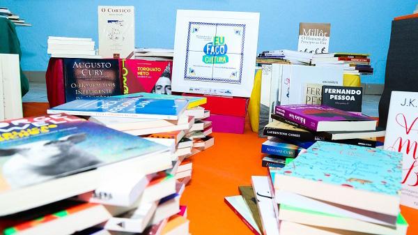 Biblioteca Renovada contribui com acervo de duas instituições em Rondônia