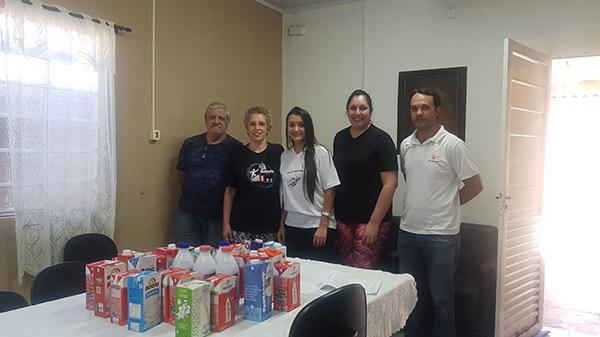 Associados arrecadam leite para ONG de Avaré