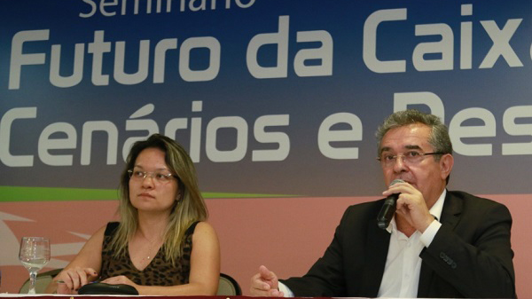 Manutenção da Caixa 100% pública, forte e social depende do futuro do país
