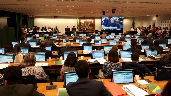 Substitutivo do PLP 268 é aprovado em comissão na Câmara