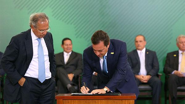 Novo presidente da Caixa, Pedro Guimarães, toma posse