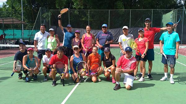 Torneio de tênis de casais tem sua primeira etapa