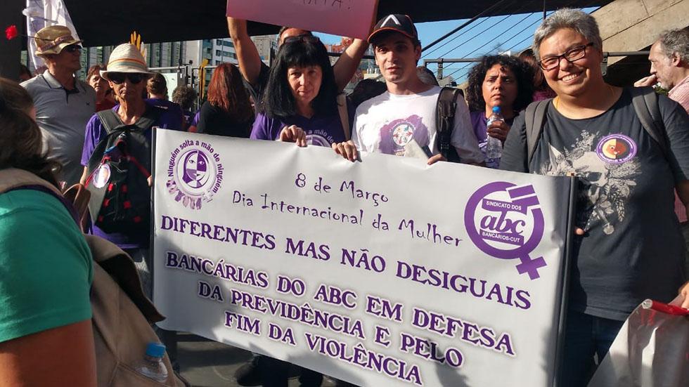 Dia 8 de março é marcado por atos em defesa dos direitos da mulher