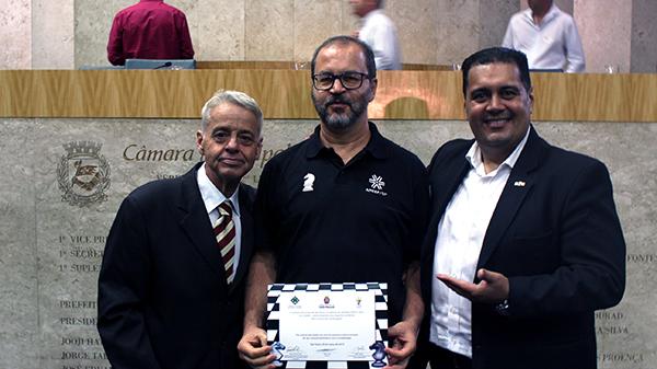 APCEF/SP recebe homenagem por seu incentivo à prática do xadrez