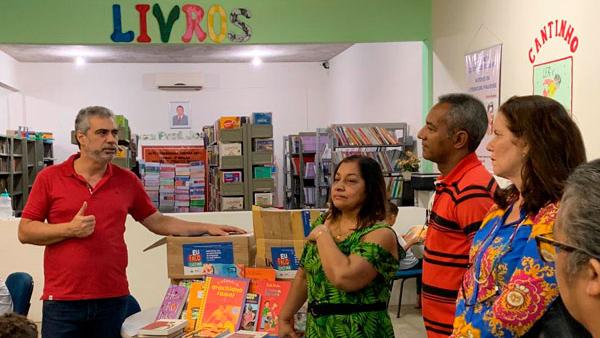 Mais uma escola recebe 250 títulos para acervo da biblioteca