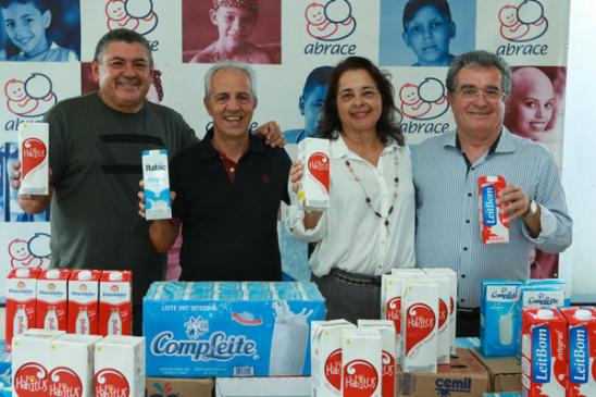 Responsabilidade Social: Abrace recebe doação de leites da Fenae