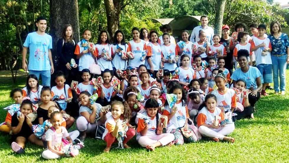 Doações alegram a Páscoa das crianças participantes da ONG