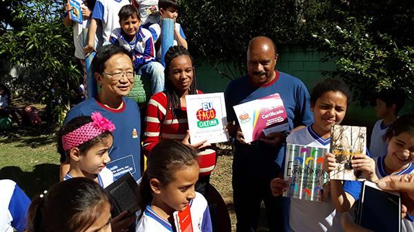 Eu Faço Cultura doa livros para quatro escolas de Guaratinguetá