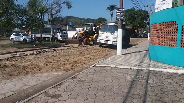 Obras da Prefeitura acontecem na Avenida da Colônia de Ubatuba