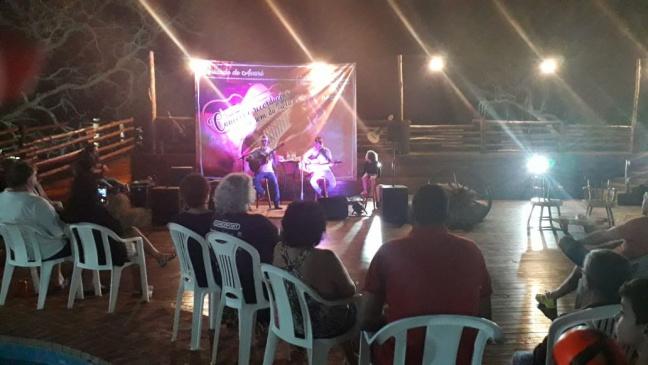 Associados aproveitam a Colônia de Avaré ao som da viola caipira