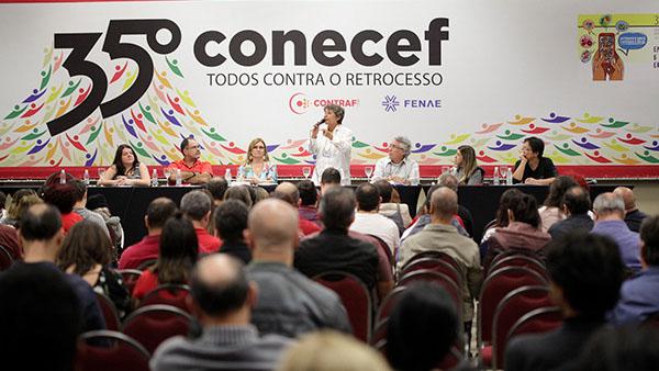"""Conecef: """"Este congresso tem cheiro de resistência"""", afirmou Erika Kokay"""