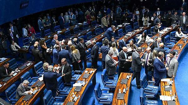 Senado aprova MP que permite trabalho bancário aos sábados