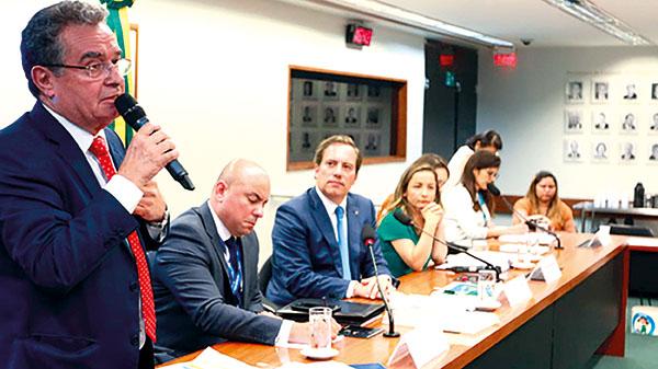 Pedro Guimarães admite que há debates sobre abertura de capital da Caixa