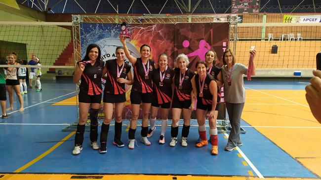 Equipe feminina de vôlei da APCEF/SP conquista 4º lugar