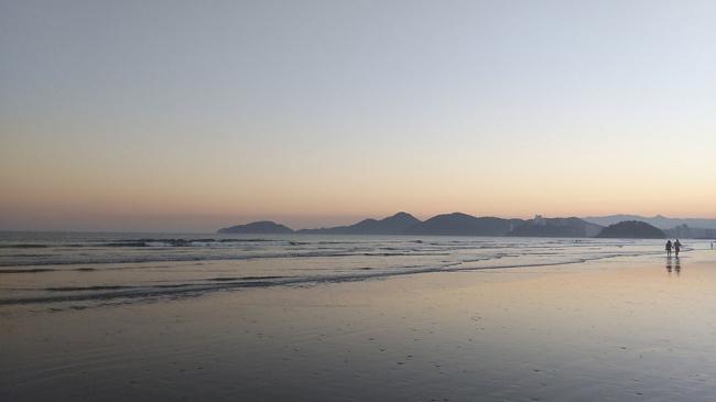 A temperatura vai subir no feriado: aproveite a praia