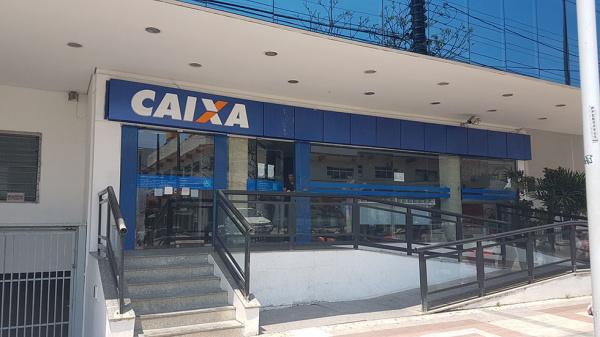Direção da Caixa decide fechar agências às 13 horas a partir do dia 18