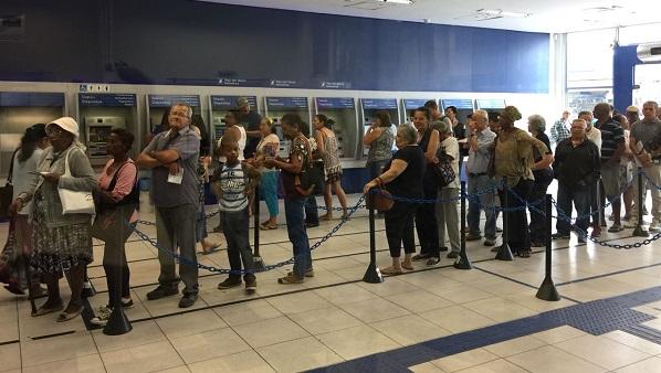 Vereadores de Ferraz de Vasconcelos aprovam moção de repúdio ao presidente da Caixa