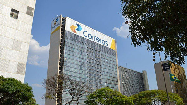Ministro diz que Magazine Luiza e FedEX estão interessadas em comprar os Correios