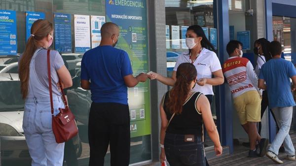 Governo vai deixar desassistidos quase 6 milhões de beneficiários do auxílio emergencial
