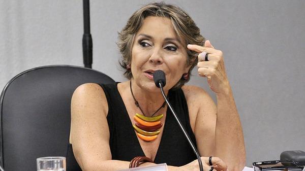 """Em artigo, parlamentar diz que reforma administrativa é """"um cheque em branco para Bolsonaro comandar o Estado"""""""