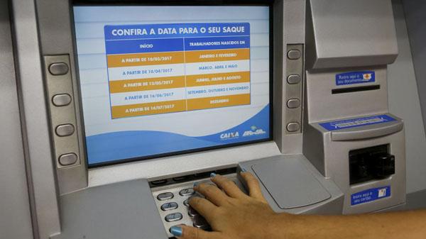 Valores de tarifas cobrados indevidamente de contas de empregados Caixa serão devolvidos