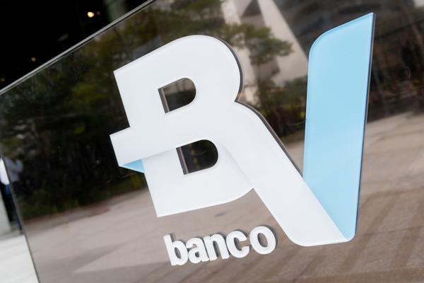 Com mercado instável, BV adia listagem na Bolsa de Valores