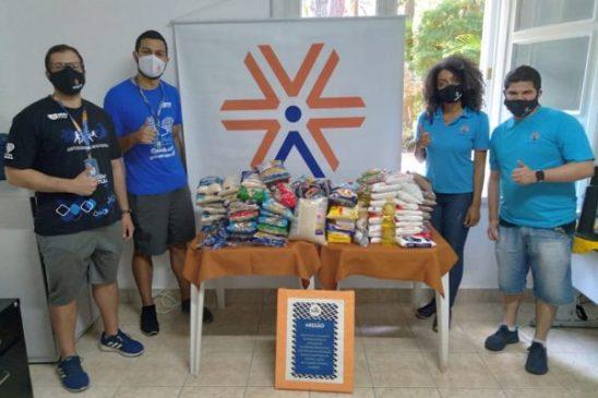 Atletas da Apcef/SP doam 110 quilos de alimentos para Moradia e Cidadania